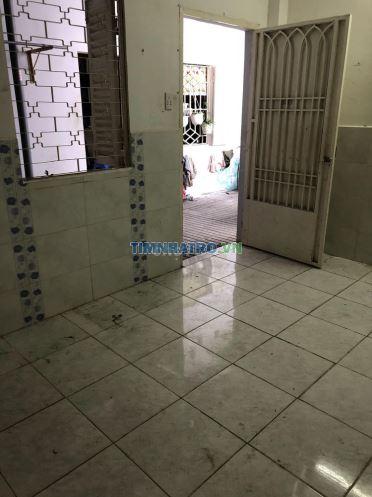 Phòng trọ rất rộng và đẹp, có gác, kệ bếp, wc