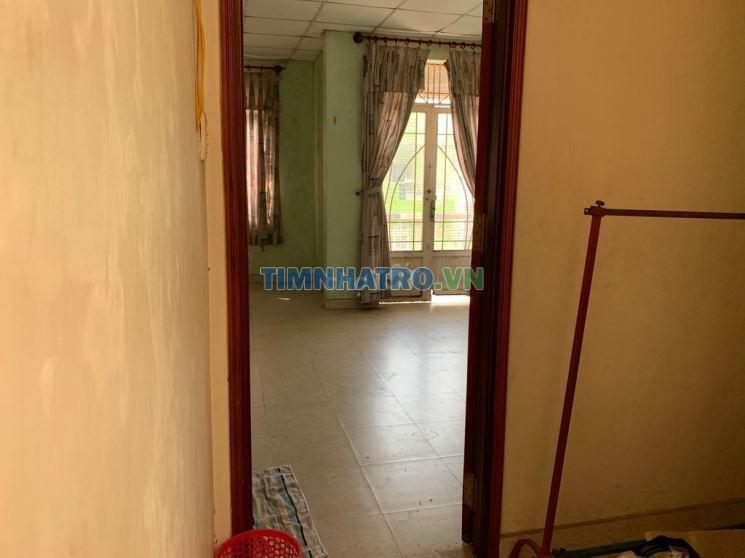 Phòng 42m2 có ban công, toilet trong phòng