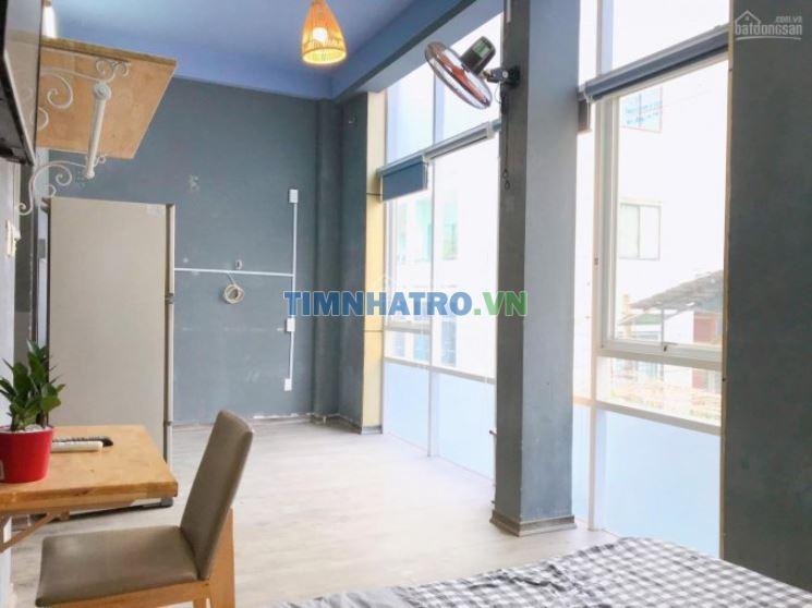 Cho thuê phòng đầy đủ nội thất, ngay trung tâm quận 1 có ban công cửa sổ thoáng mát