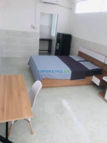 Phòng 25 m2 ngay ngã 4 hàng xanh - đh hutech -uef