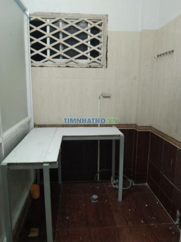 Cho thuê phòng trọ 30m2 gồm phòng ngủ có máy lạnh, phòng bếp, toilet riêng biệt gần chợ bà chiểu
