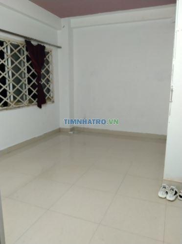 Phòng trọ bình thanh gồm 1 pn có máy lạnh, phòng bếp, toilet riêng, tủ gỗ âm tường, giờ giấc tự do