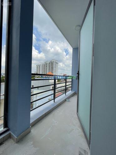Phòng mới xây cao cấp có máy lạnh, rộng 22m2 sau lưng giga mall